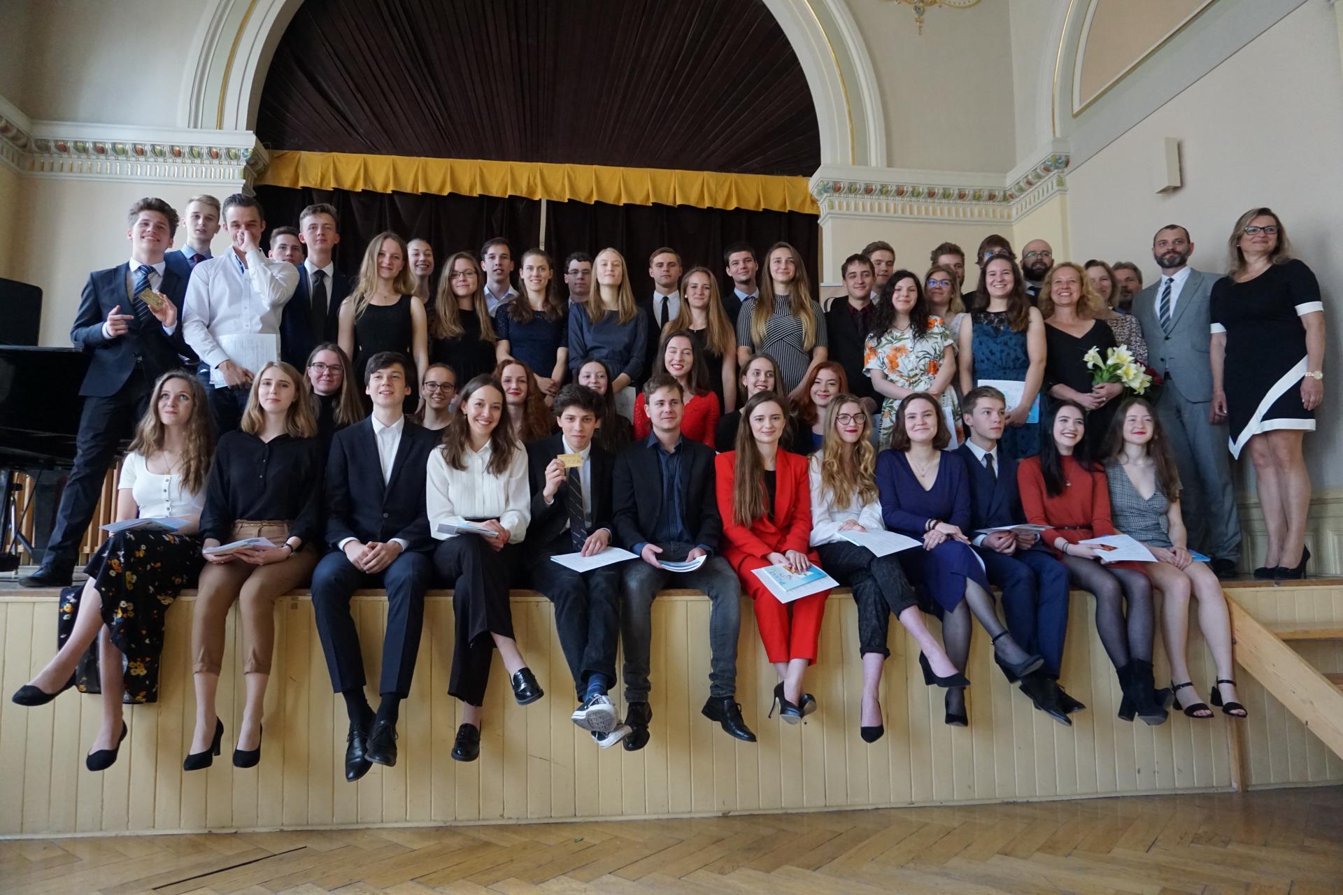 Úspěšní maturanti ze tříd 8.E a 8.F (šk. rok 2018/2029)